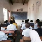 Школски час у православној основној школи, Блантир, Малави.